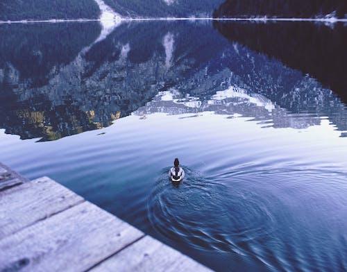Безкоштовне стокове фото на тему «брижі, відображення, відпочинок, вода»