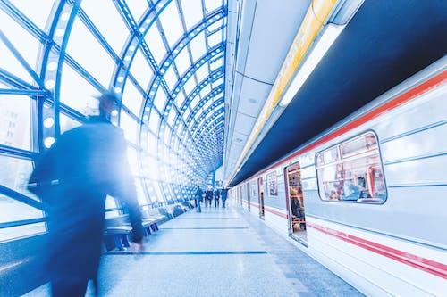 Fotobanka sbezplatnými fotkami na tému architektúra, dochádzajúci, dopravný systém, hadica