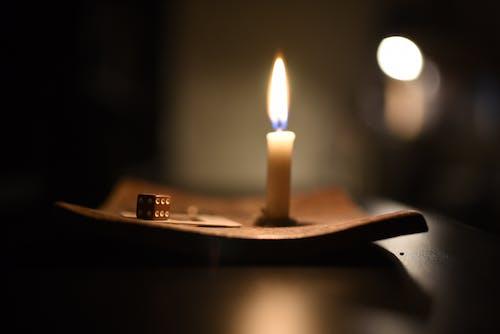 Darmowe zdjęcie z galerii z światło ze świeczki