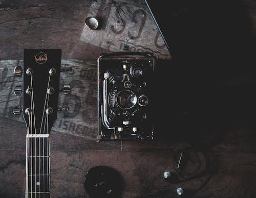 Free stock photo of analóg fényképezőgép, fényképezőgép, gitar