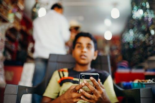 Fotos de stock gratuitas de adentro, chaval, chico, chico indio