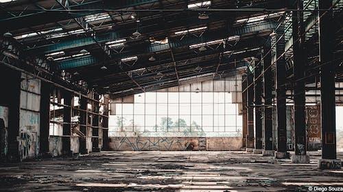 Gratis lagerfoto af analog fotografering, arkitektonisk bygning, forladt bygning, fotograf