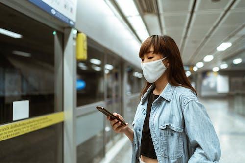 Darmowe zdjęcie z galerii z azjatka, czekanie, dzwonienie, kobieta