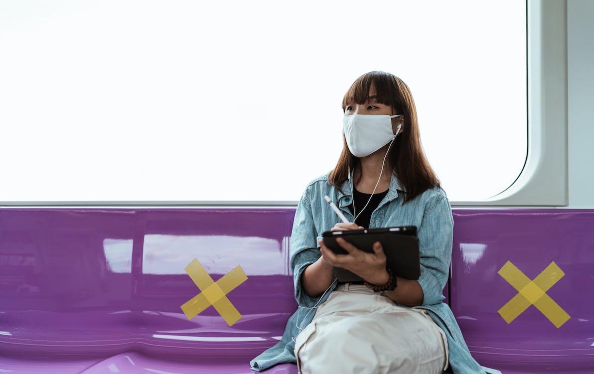 Kostenloses Stock Foto zu allein, apfel bleistift, asiatische frau