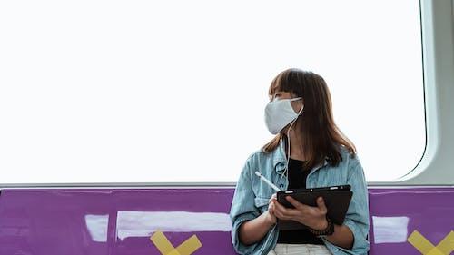 Kostnadsfri bild av ansiktsmask, äppelpennan, asiatisk kvinna