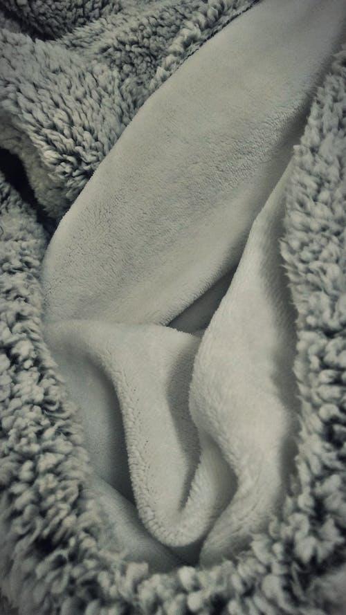 Ilmainen kuvapankkikuva tunnisteilla frio, gris, invierno, manta