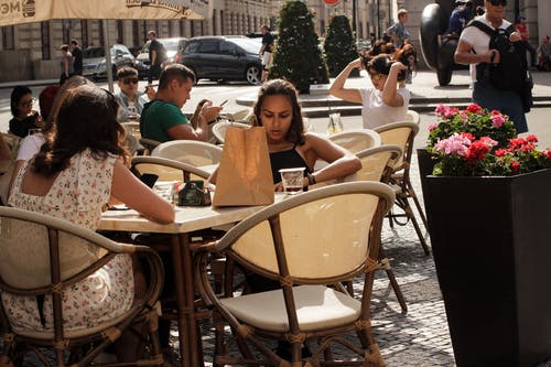 Fotos de stock gratuitas de cafetería, niña, Praga