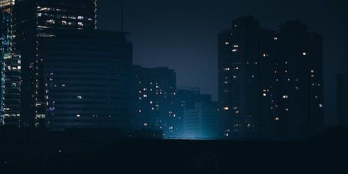 コンテンポラリー, シティ, スカイライン, ダークの無料の写真素材