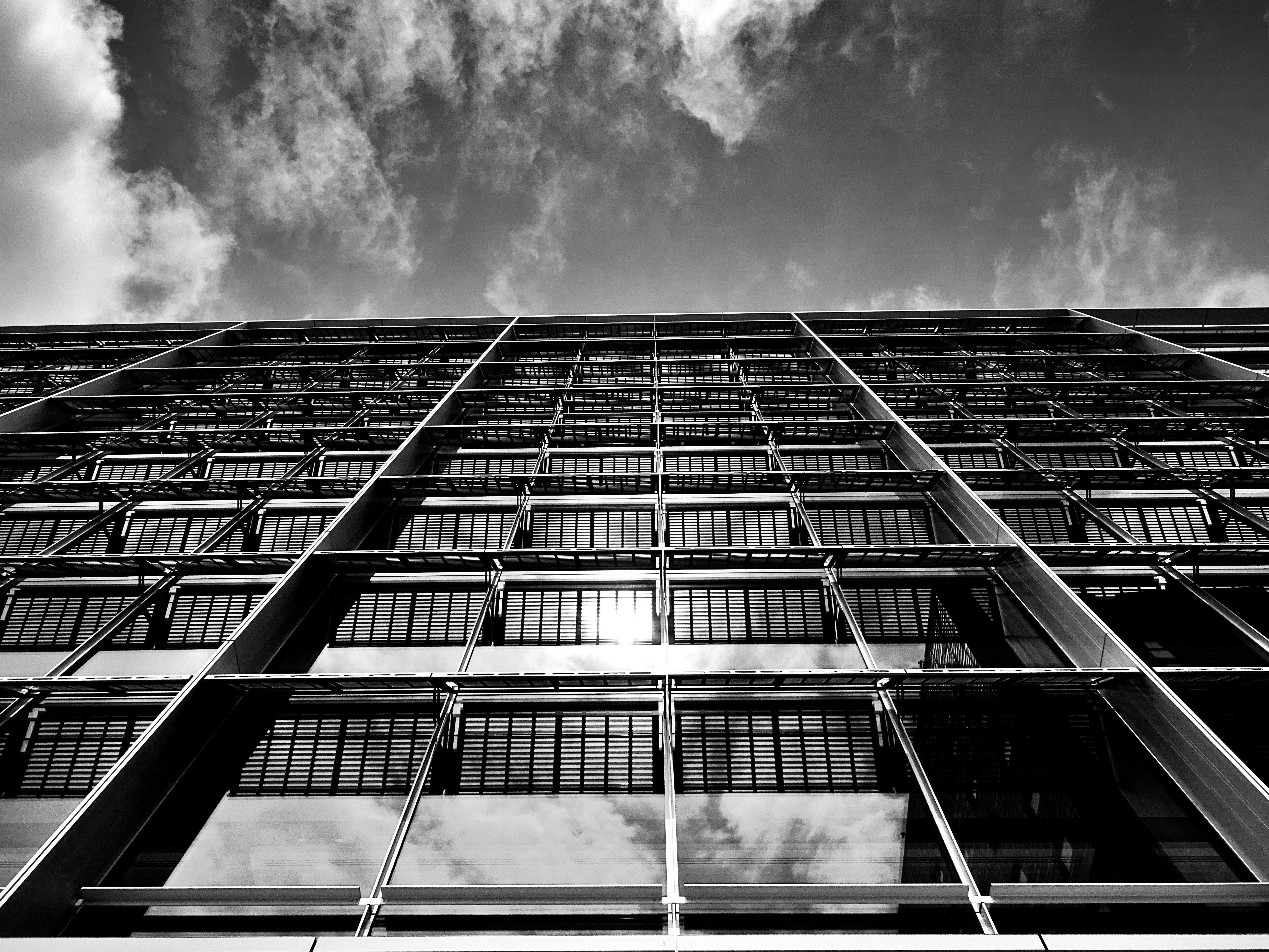 Základová fotografie zdarma na téma architektura, budova, černobílá, futuristický
