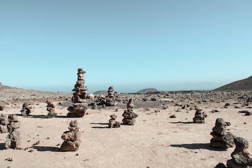 Photos gratuites de aride, berge, bloc, bord de mer