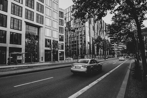 Ingyenes stockfotó autó, autózás, belváros témában