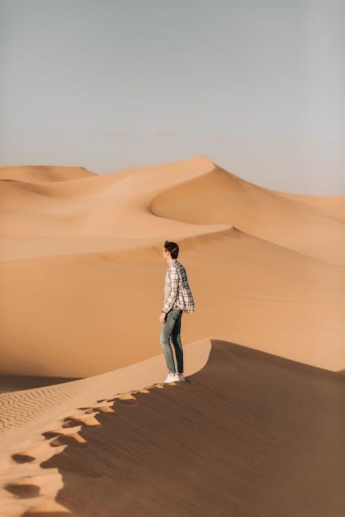 Δωρεάν στοκ φωτογραφιών με άγονος, άμμος, αμμώδης, άνδρας