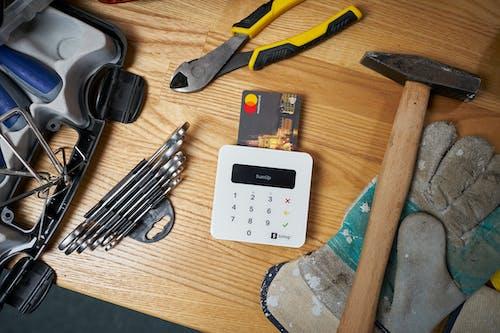Ingyenes stockfotó asztal, csavarhúzó, csavarkulcs témában