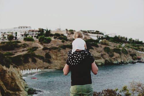 Δωρεάν στοκ φωτογραφιών με casual, piggyback, αγνώριστος, αγροτικός