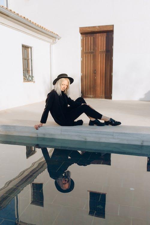 Základová fotografie zdarma na téma bazén, bez emocí, blond, blond vlasy