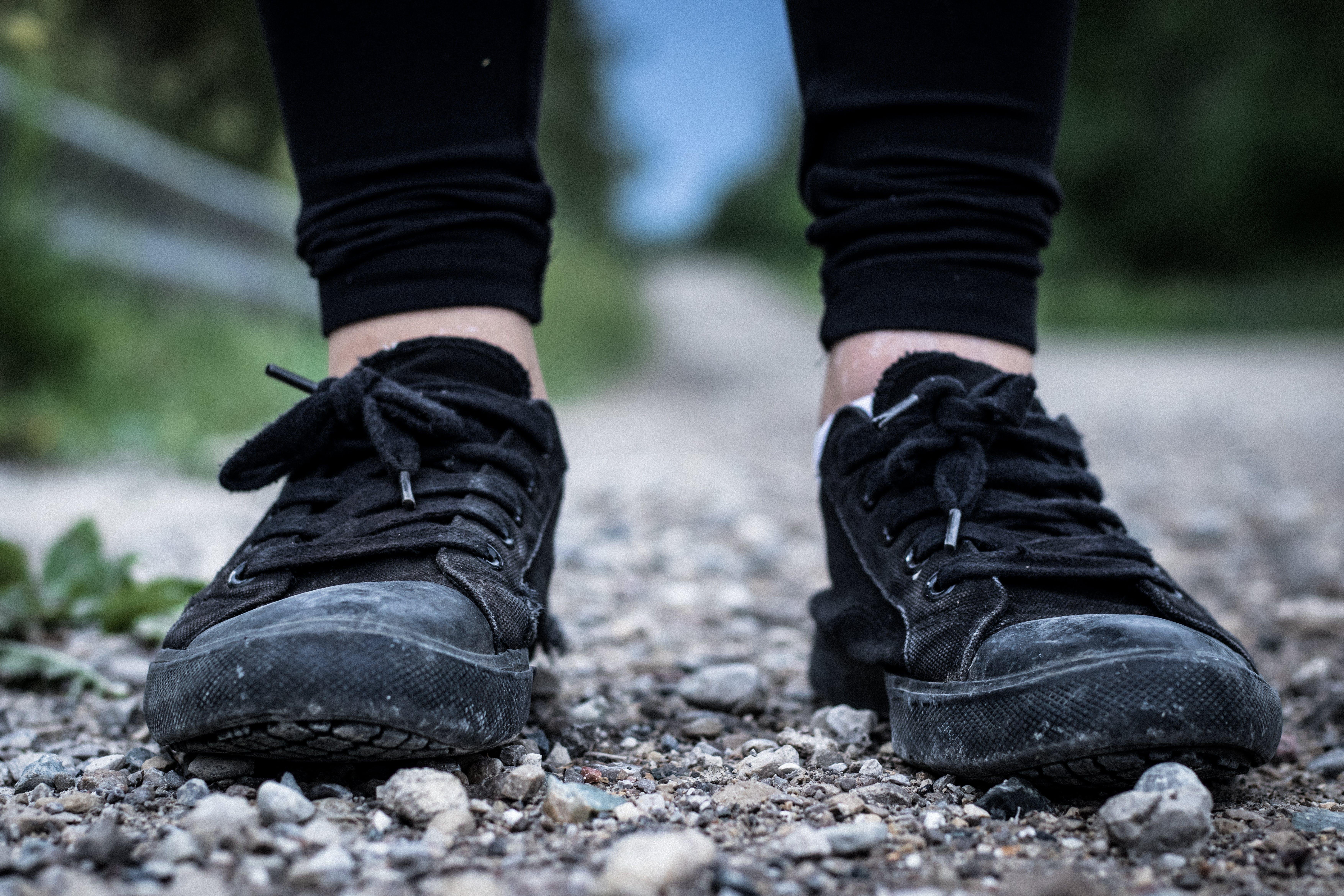 aşındırmak, ayakkabı, ayakkabı bağı, bulanıklık içeren Ücretsiz stok fotoğraf