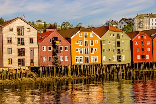 Fotos de stock gratuitas de arquitectura, bonito, cielo azul, colorido