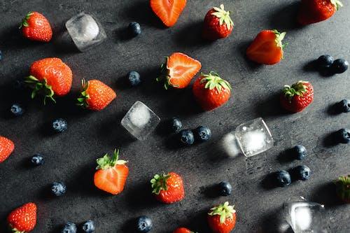 Rote Erdbeeren Auf Edelstahlschale