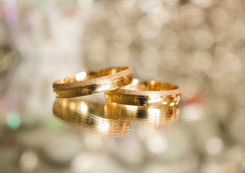 Wedding Rings Pictures.1000 Engaging Wedding Rings Photos Pexels Free Stock Photos