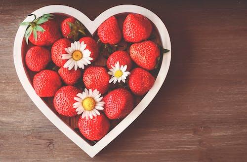 Gratis stockfoto met aardbeien, bloem, bovenaanzicht, fruit