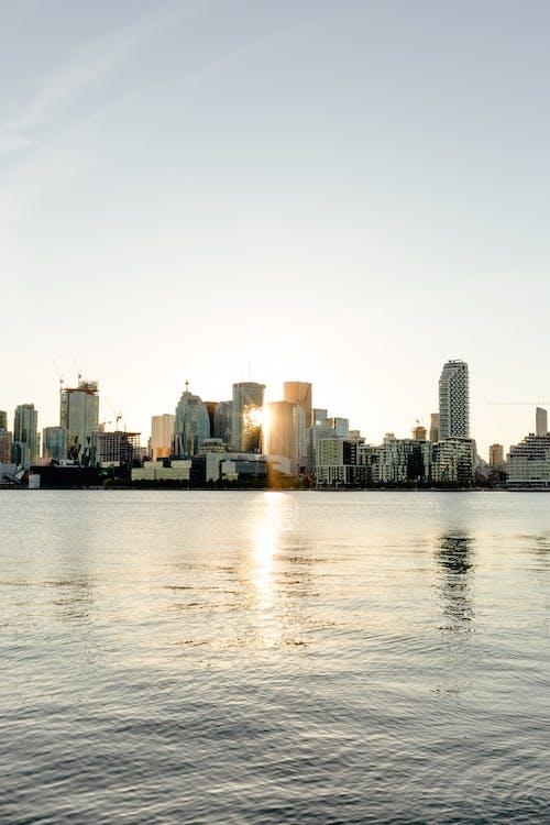 Бесплатное стоковое фото с архитектура, вода, гавань, горизонт