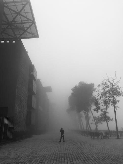 Fotobanka sbezplatnými fotkami na tému atmosféra, budova, chodec