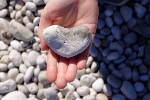 돌, 손, 심장의 무료 스톡 사진