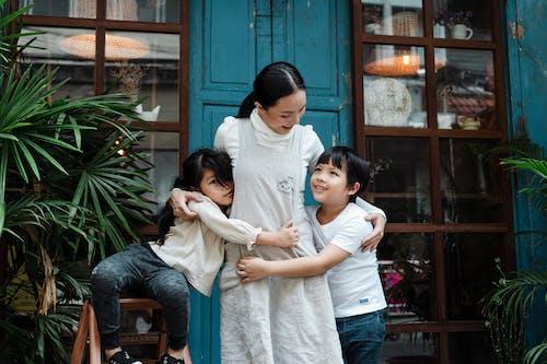 aile, anne, annelik, Aşk içeren Ücretsiz stok fotoğraf