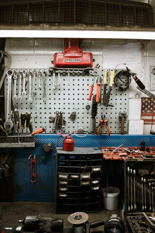 Kostenloses Stock Foto zu auftrag, ausrüstung, ausrüstungen, auto-werkstatt