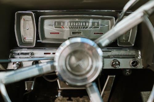Kostenloses Stock Foto zu antik, antiquität, armaturenbrett, auto