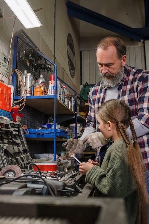 aile, aletler, araba servisi, araba tamircisi içeren Ücretsiz stok fotoğraf