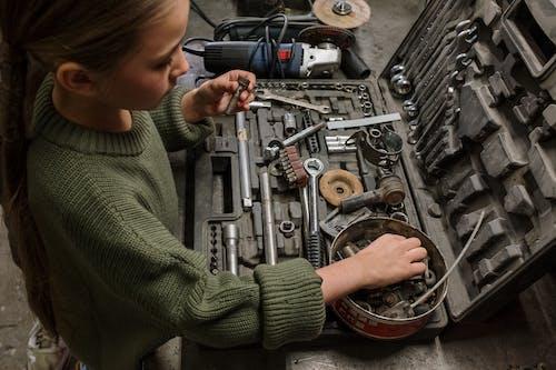 aletler, araba, araba servisi, araba tamircisi içeren Ücretsiz stok fotoğraf