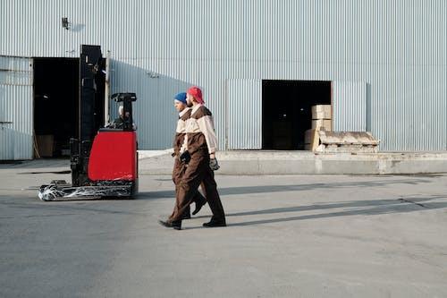 Základová fotografie zdarma na téma armáda, chůze, dělník