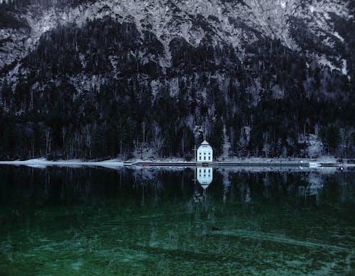 Základová fotografie zdarma na téma architektura, denní světlo, horské jezero, hory