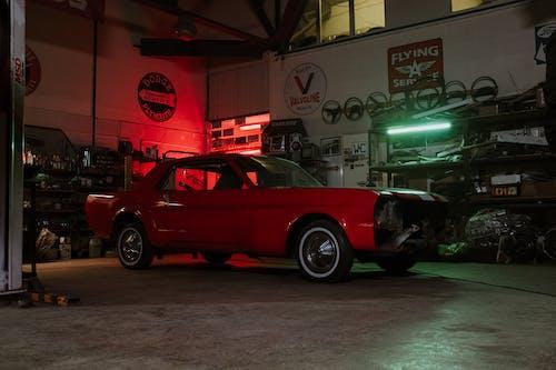 araba, araba galerisi, araba servisi, araba tamirhanesi içeren Ücretsiz stok fotoğraf