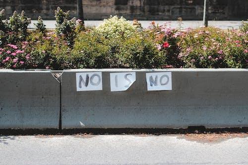 Restrictive inscription on sheets on barrier