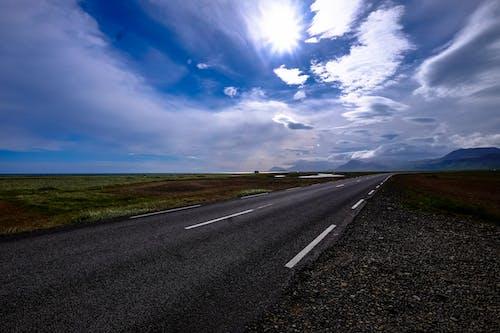 Kostenloses Stock Foto zu asphalt, autobahn, gras, himmel