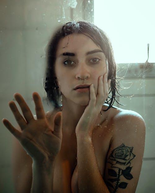 Gratis lagerfoto af #pige, bad, badeværelse, brusebad
