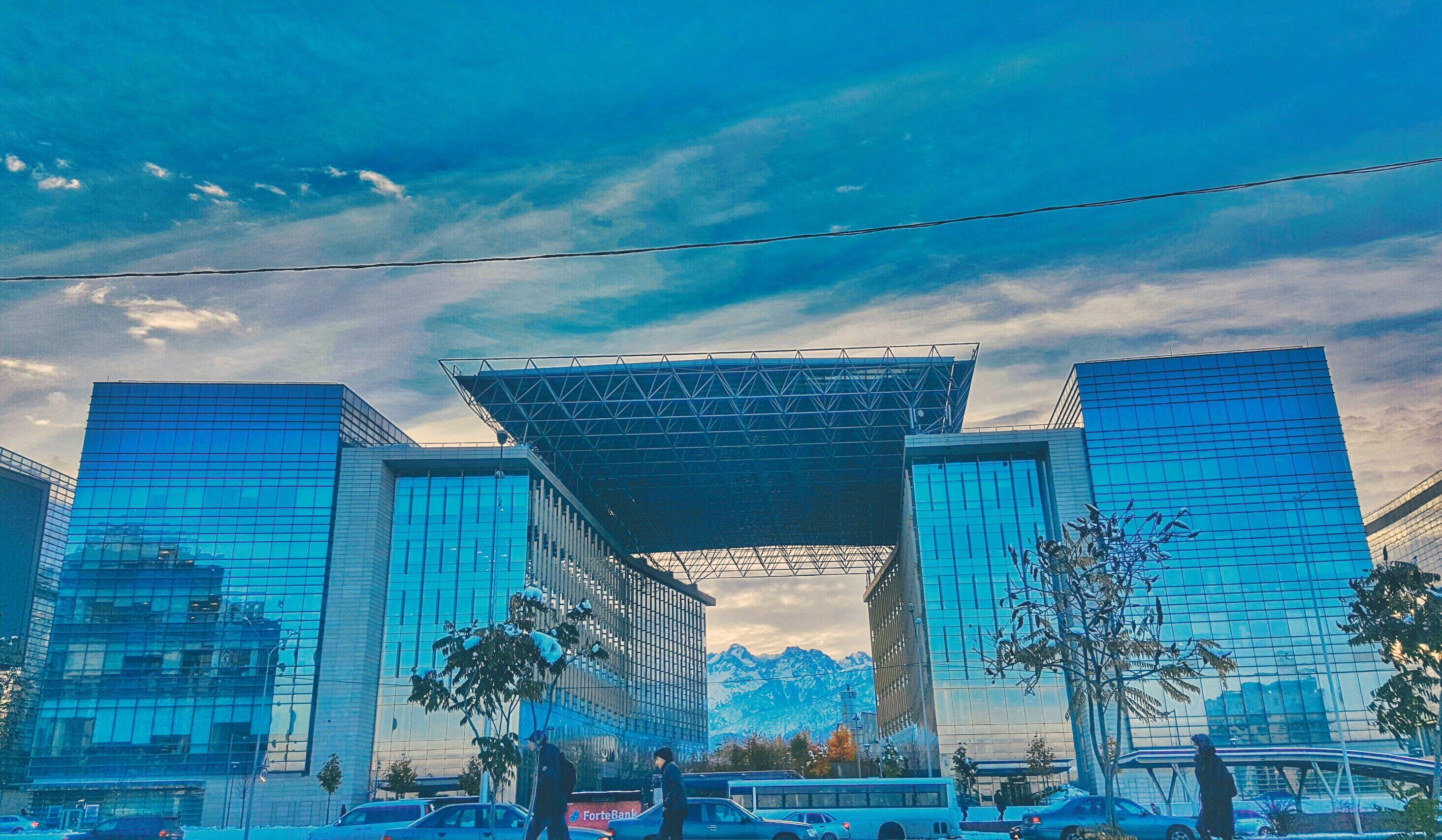 คลังภาพถ่ายฟรี ของ การสะท้อน, การออกแบบสถาปัตยกรรม, การเงิน, ตึก