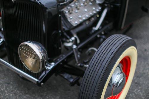 Kostenloses Stock Foto zu altes auto, auto, reifen, vintage