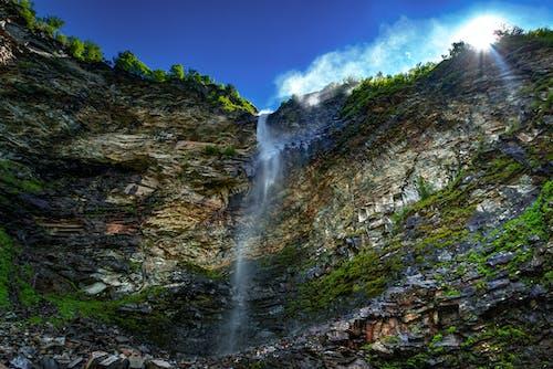Kostnadsfri bild av äventyr, bäck, berg, blå himmel
