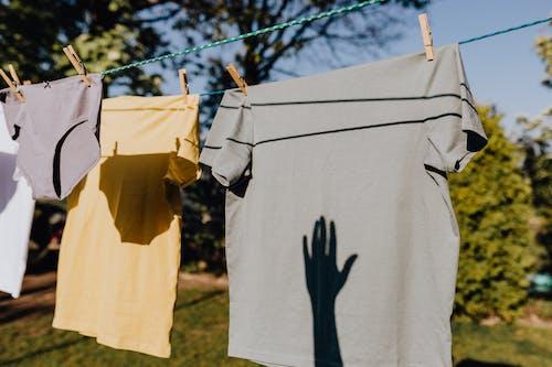 Бесплатное стоковое фото с безмятежный, белье, бельевая веревка