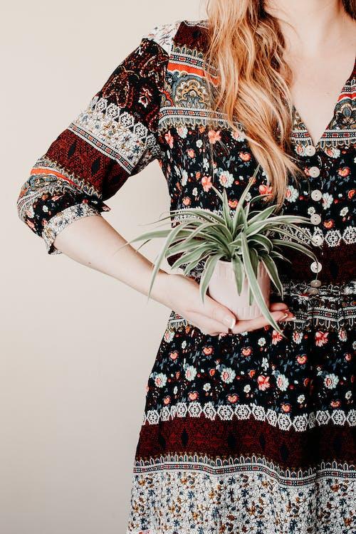 bayan, bitki, cazibe, çekicilik içeren Ücretsiz stok fotoğraf