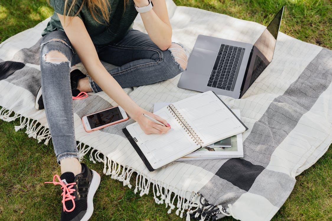 Fotos de stock gratuitas de al aire libre, alfombra, anónimo