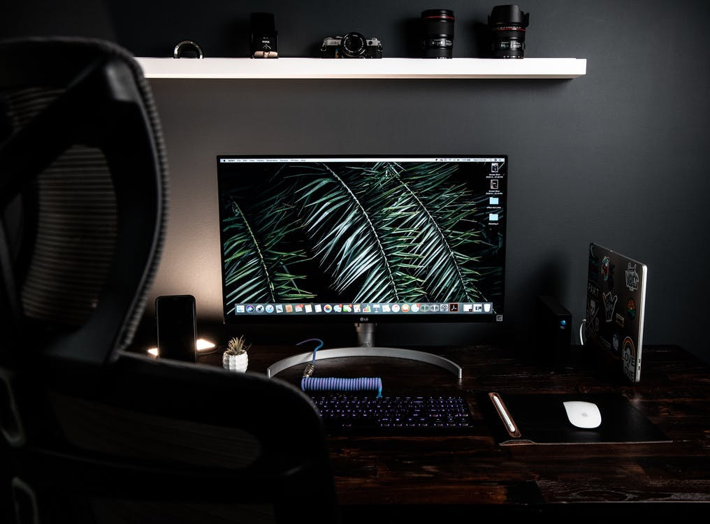 Computer monitor with on table