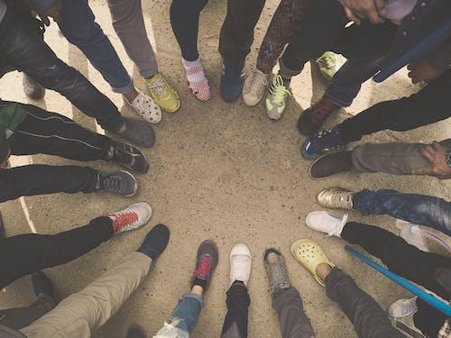 Darmowe zdjęcie z galerii z buty, grupa, grupować, nogi
