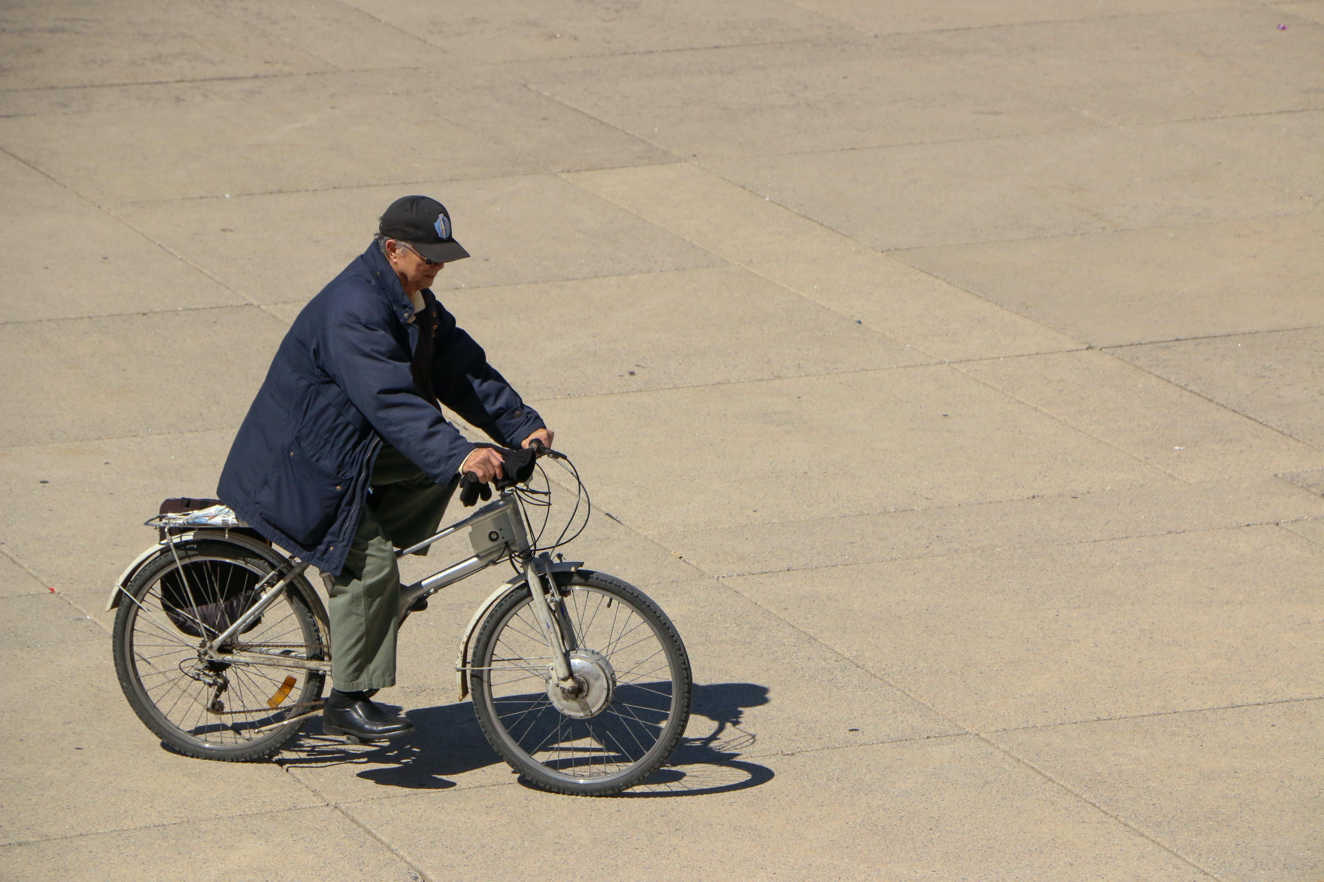 건강, 늙은 남성, 사이클링, 오토바이 라이더의 무료 스톡 사진