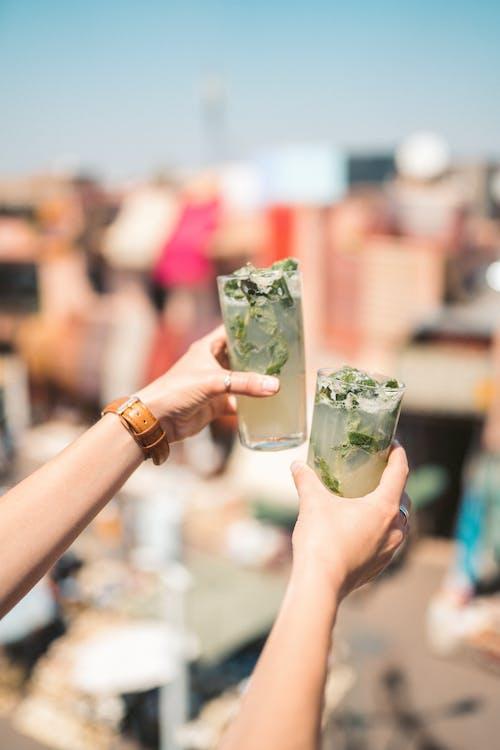 Безкоштовне стокове фото на тему «алкогольні напої, безликим, будьмо, вертикальний»