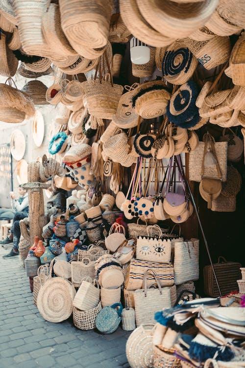 Kostenloses Stock Foto zu handgefertigt, handgemacht, handtaschen, marktstand