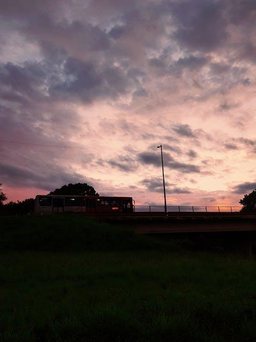 Gratis stockfoto met autobus, bus, mooie zonsondergang, openbaar vervoer